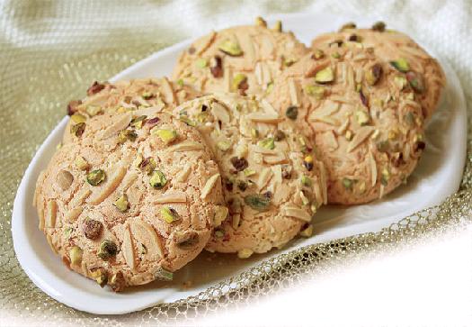 شیرینیهای تبریز از پشمک و قرابیه تا نوقا