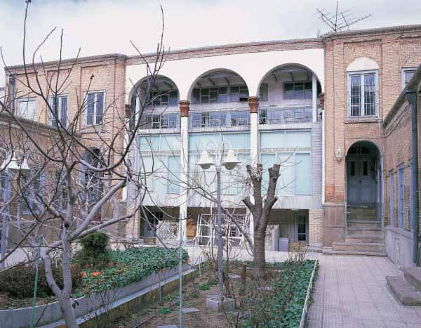 حیاط خانه حاج شیخ